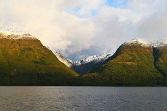 Levée de soleil sur le canal de Patagonie
