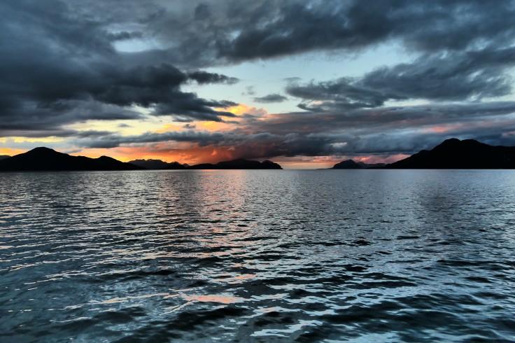 Couché de soleil sur canaux de patagonie
