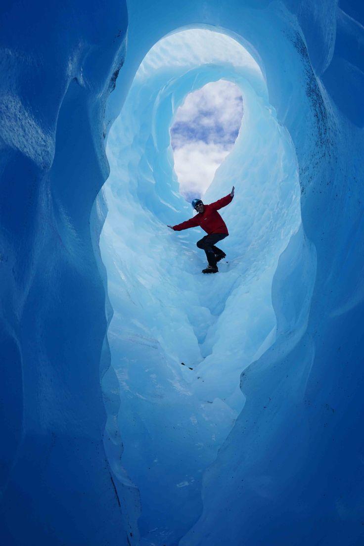 Jean-Christophe descendant dans le glacier des exploradores
