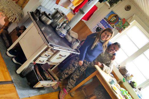 Nos deux supers hotes à Castro devant leur fameuse cuisinière allemande!