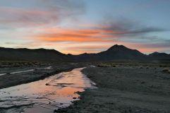Levé de soleil sur le sud lipez, après une nuit très froide! La rivière étant complètement gelée!