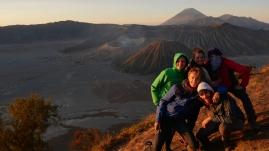 Petite pose devant le Bromo, le Kursi et le Batok, et le Genung Semeru