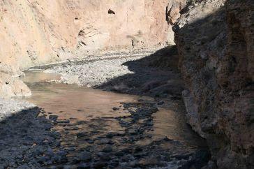 Fumeroles dans la rivière Colca river...