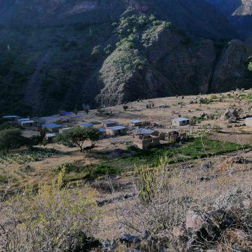 Vue sur le village précédent llahuar