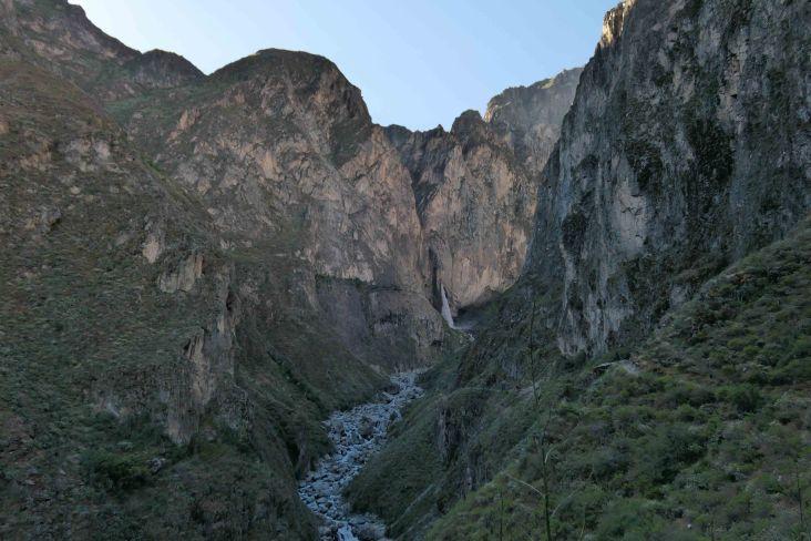 l'eau jailli de la montagne!!